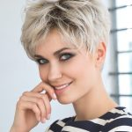 Kort hår paryk til kvinde